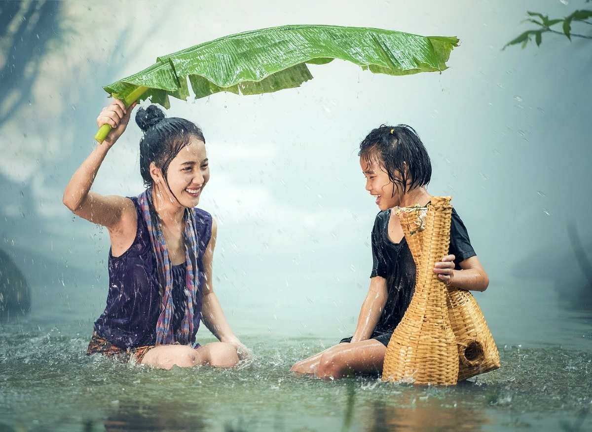 are optimists happier - mother and daughter in the rain