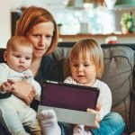 toddlers who use touchscreens faster at finding things