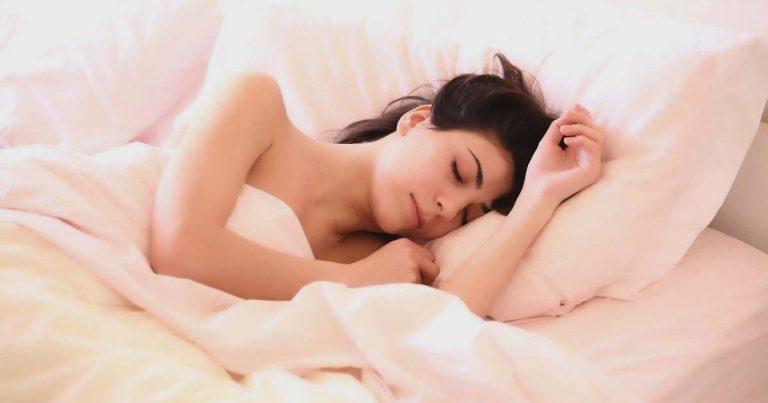 a heavy insomnia blanket helps sleep - woman sleeping