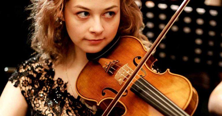 violing making and AI - woman playing violin