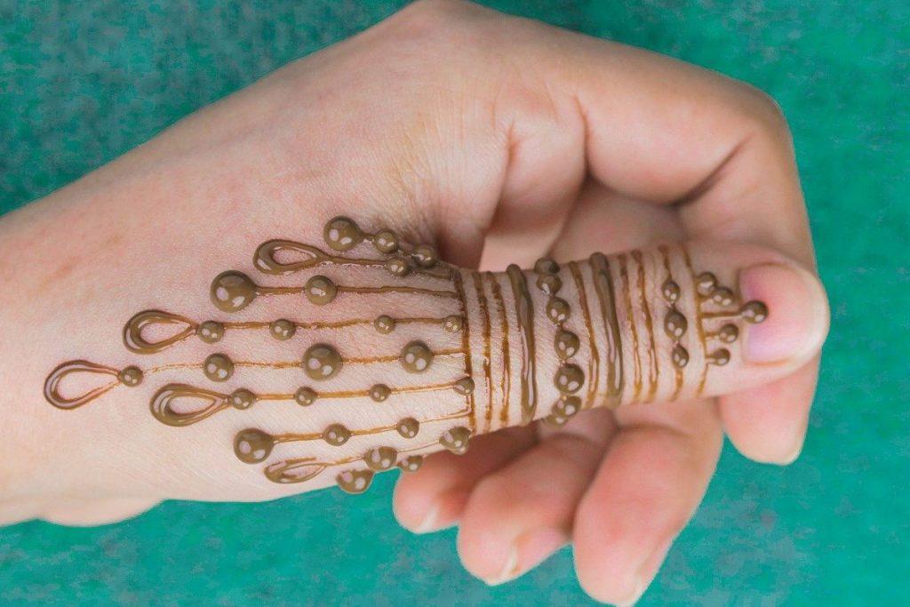amazing mehndi design drops for the thumb - elegant henna tattoo designs