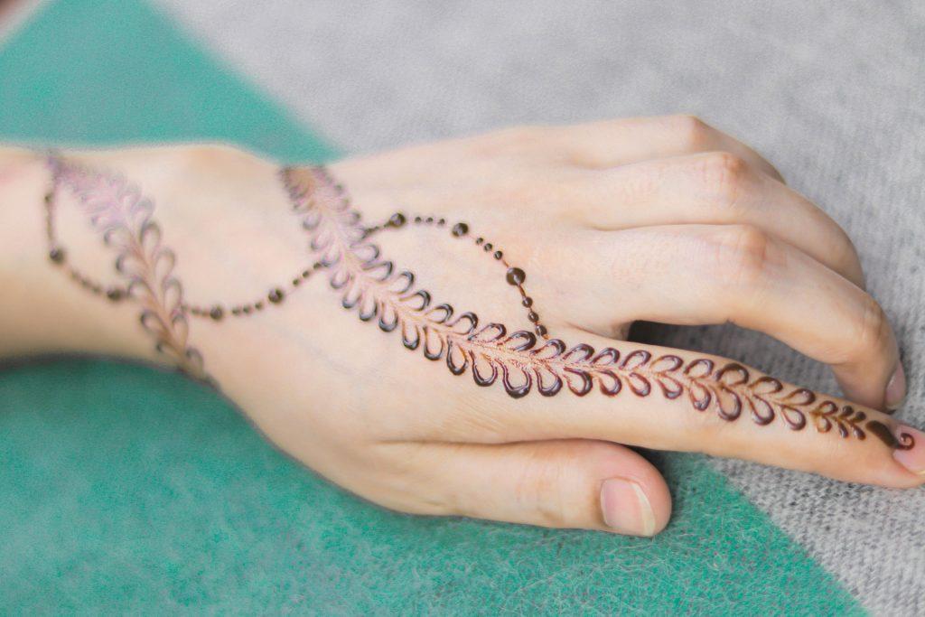 beautiful and stunning index finger mehndi design
