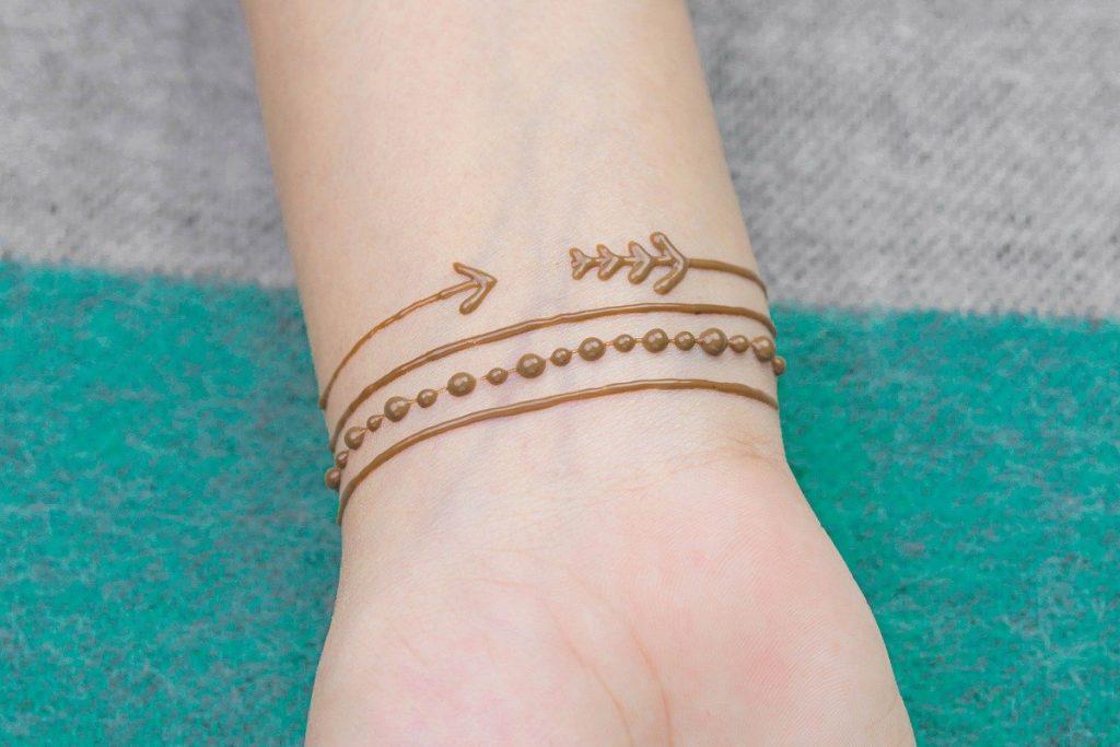 elegant mehndi henna bracelet design - simple and minimal for the beginner