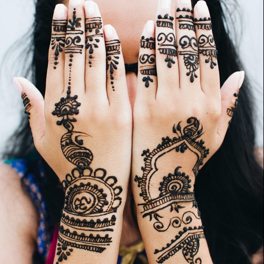 stunning very dark mehndi designs for the hands and fingers