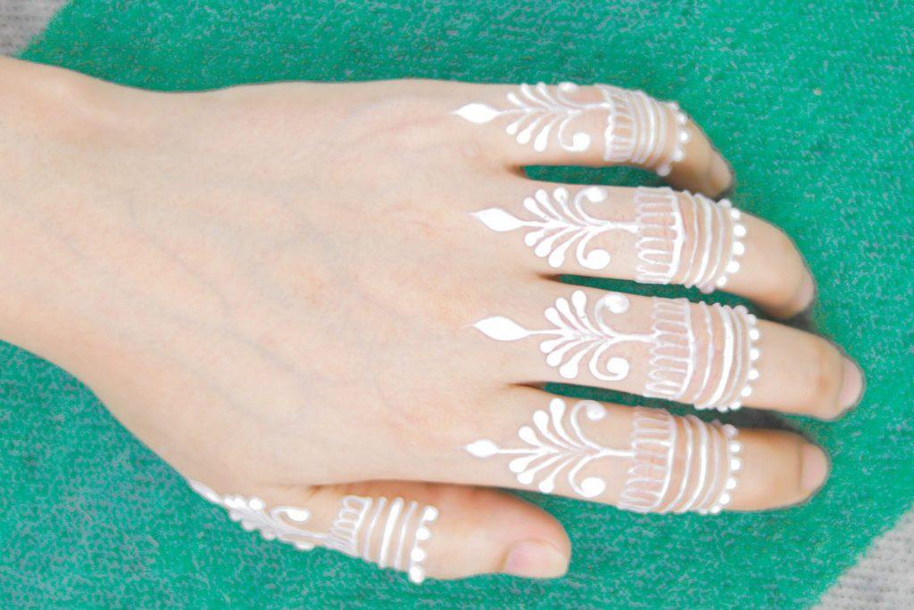 amazing white mehndi design for fingers - henna tattoo