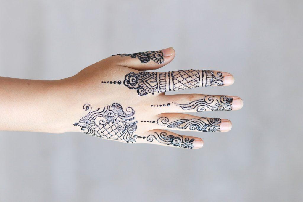 elegant minimal mehndi-henna thin lines design