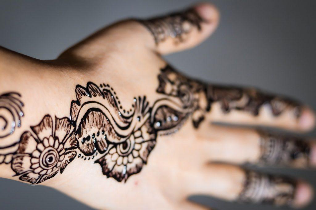 stunning close-up of mehndi one-color design on wrist
