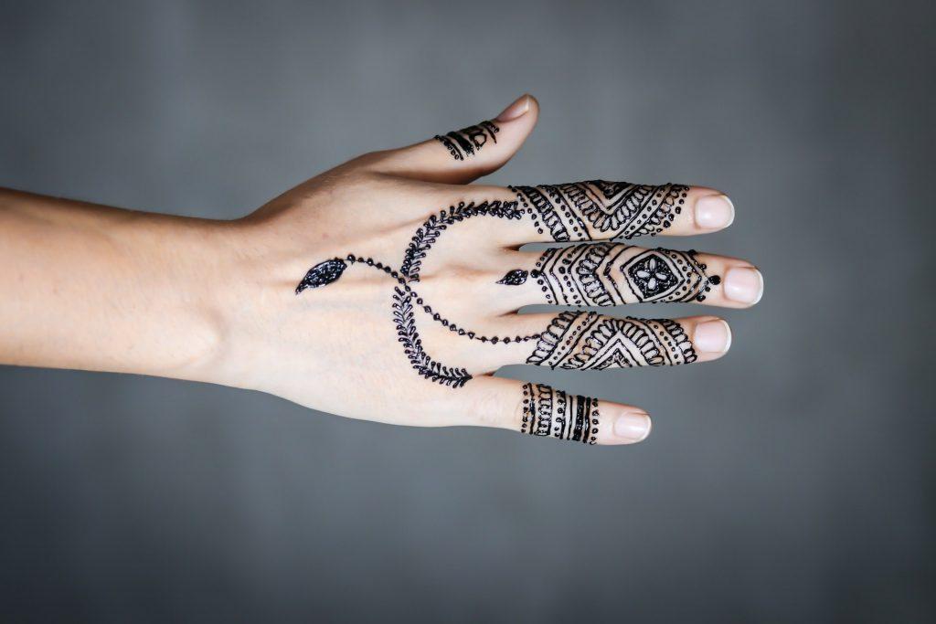 elegant and stylish mehndi designs - dark wispy back of hand