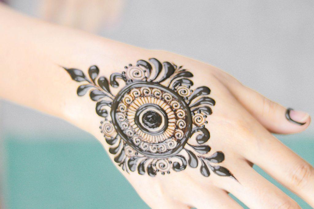 cute minimal mehndi design - floral mendala