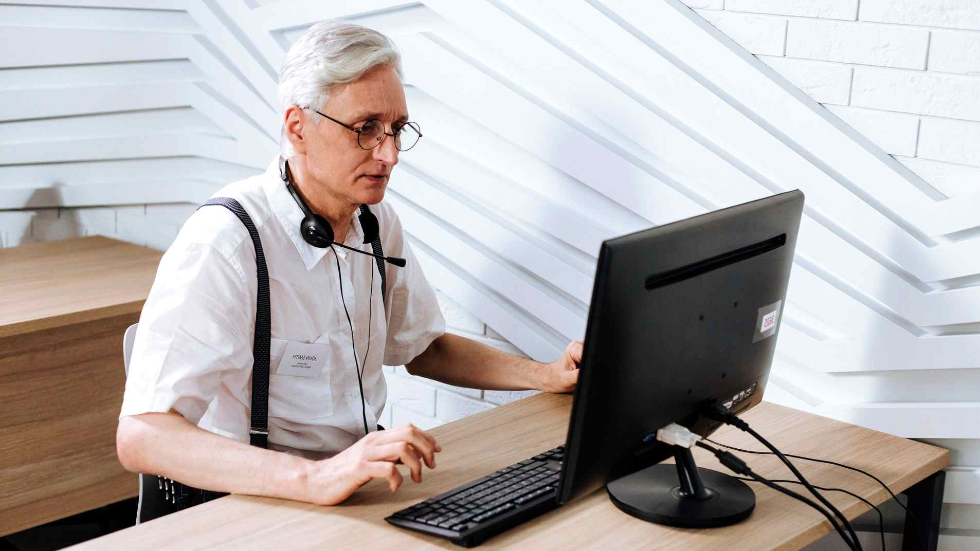 older job seekers get fewer job offers on linkedin - senior using computer