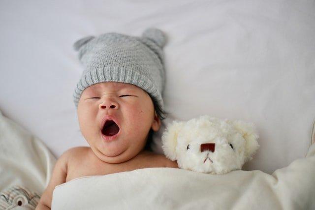 pregnancy and sleep - baby yawning - Photo by Minnie Zhou on Unsplash