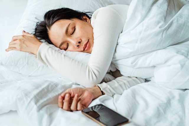 Embarazo y sueños y sueño: la mujer está durmiendo